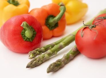 【野菜や果物の袋詰めetc】\ 未経験の方でも、即日から活躍できる! /今の生活リズムをキープしながら、夕~夜のちょっとの時間で、シッカリ稼げます★