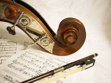 【音楽演奏STAFF】チャペル内に響き渡る重厚なサウンド、透き通る歌声、シックで落ち着いたJAZZ…大好きな音楽で結婚式を彩ってください!