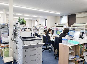 とってもキレイで清潔感あるオフィスです♪ 全部で30名以上のスタッフが活躍中! 主婦(夫)さん・Wワークの方歓迎☆*。