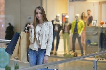 【接客・販売】★20代女性に大人気★雑誌にも掲載されている人気ブランド!落ち着いた上質な売り場でお仕事できます♪