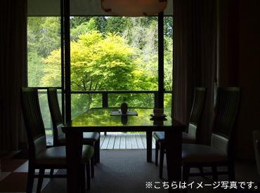 風情溢れる老舗高級旅館で 料理の配膳や食事の準備、お掃除など シンプルなお仕事をお任せします◎