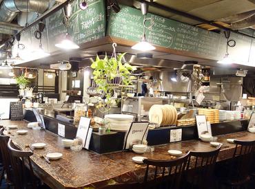 【ホール/キッチン】◆隠れ家的雰囲気のお洒落なお店◆<1日3h~>Wワーク◎全員終電で帰ります◎社員を目指したい方・自分のお店を持ちたい方歓迎!
