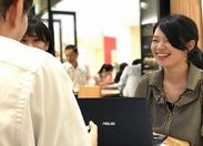 ↑働くチームの先輩が優しくフォローします! 研修もあって安心してSTART♪ 同時期に入社した同期もいて相談もしやすい環境です!