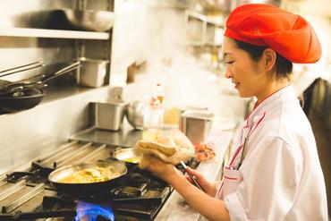 【レストランSTAFF】★中世ヨーロッパの街角イタリアンがモチーフ★週2日~OK◎美味しいまかない付♪昼or夜だけでも大丈夫!STAFF仲良し♪