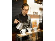 コーヒーの本格的な淹れ方が学べます♪ 「コーヒーが好き!」「カフェで働いてみたかった!」 そんな方にオススメのお仕事◎