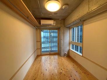 オープニング大募集! 新設オフィスなので 家具もこれから揃えます! 今ならアナタの要望も聞けるカモ!