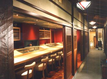 【ホール】\芸能人・海外VIPも多数来店★/あの有名映画の舞台にも♪趣きある非日常空間*日本酒・和食・お寿司の知識も身につきます◎