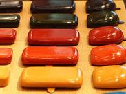 「革小物が好き」という方にオススメ◎ 日本全国、そして世界各国から来ていただける 国際色豊かな赤レンガ倉庫でのお仕事です。