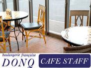 広々としてキレイなカフェ♪パンはビュッフェ式で、お客様にセルフで取っていただいています。配膳などのお仕事は少ないです♪