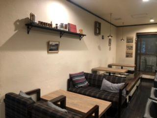 \地元密着の個人店カフェ/ 女性店長が丁寧にお仕事を教えてくれます。 まかないがあるのも嬉しいポイント!