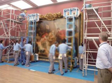 美術展などに展示する美術品を運搬するレアなお仕事!チームで働きたい方にピッタリ◎丁寧なサポートがあるので未経験でも安心!