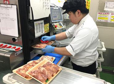スーパーのお肉コーナーに並んでいる、パック詰めされたお肉! あれを作るのがお仕事です◎ とても簡単ですぐ覚えられますよ♪
