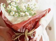お花が好きな方や新しいことにチャレンジしたい方にオススメ◎色とりどりのキレイなお花に囲まれながらのお仕事*