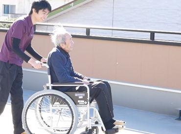 「天気がいいと気持ちいいですね♪」なんて楽しくお散歩◎人生の先輩とのお話は、学ぶことも多く、勉強になります♪