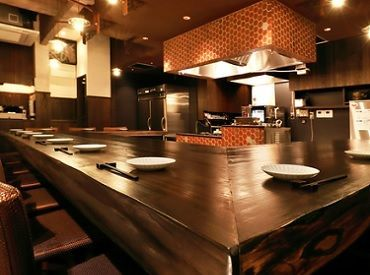 デートや会食にぴったりの落ち着いた店内で楽しむワンランク上の料理の数々