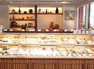 フランスの三ツ星レストランのシェフパティシエを経て 現在「ル・ポミエ」を都内で3店舗オープン★ 本格派のパティスリーです*