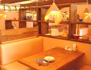 居心地の良い、ゆったりとしたソファ席♪思わずお客様が笑顔になるような、美味しいお料理と接客を提供していきましょう◎