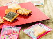 宝石箱のように輝くお菓子…小柄なサイズでどの商品もサクッと食べやすい*デザイン性の高いパッケージもこだわりです!