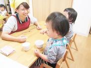 おやつや食事も、おしゃれな木のテーブルで…♪やさしい時間が流れる、快適な空間でお仕事しませんか?
