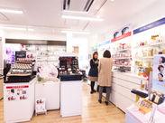 >>武蔵新城駅南口の商店街にあります!  コスメに囲まれて仕事しませんか? 社割も利用可能です♪