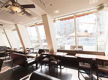 【ダイニングSTAFF】<みなとみらい> 年齢不問オリジナルピザをご提供するカフェレストラン!横浜みなと博物館すぐ横の最高の立地!