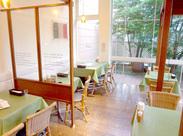 """ドレッシングも有名な""""ピエトロ""""レストラン♪ゆったり落ち着いた雰囲気のレストランで、あなたらしく活躍してみませんか?"""