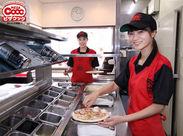 今年で30周年!!福岡生まれのピザ屋で働こう◎ 初バイトでも大丈夫!楽しくトッピングをしてオリジナルピザ作りをしましょう◎