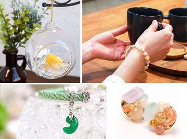 【天然石アクセサリー販売】「好きな色は?」「誰へのプレゼント?」お客さんとゆったり会話しながら、ぴったりの品を見つけてあげてください♪♪