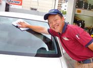 まずはご案内・窓拭きなどの作業から!慣れてきたらタイヤ交換なども!やりがいのある楽しいお仕事ですよ♪
