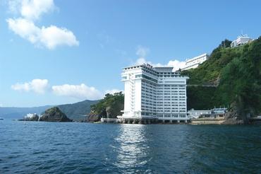 【ホテルSTAFF】「海がキレイで、一目ぼれしちゃいました」海の上に建つホテルでお仕事♪【週3日~/短期OK!冬休みのみ◎】【寮完備&3食付】