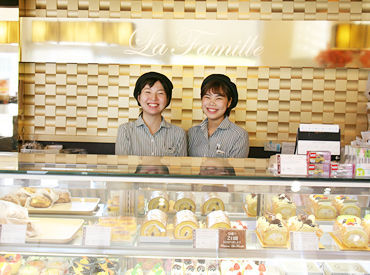 学生さん~主婦さんまで幅広く活躍中☆* 黄金バームクーヘンやまっ黒チーズケーキで 有名なあのお店♪
