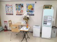 教室は新築で快適にお仕事ができます。ドリンクサーバーもあり、休憩時間中は お好きな飲み物が飲み放題です。