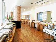 明るく開放感のある店内は、カウンター・テーブル席・お座敷あり!家族連れや友達同士にも人気です☆