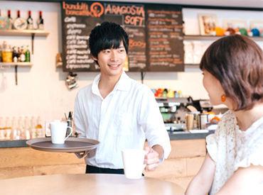 【CAFEスタッフ】\ 年明けでの勤務もOK!/オシャレな制服を着て、毎日笑顔で居られる━━ そんな仕事Styleどうですか?*。+経験&学歴不問◎