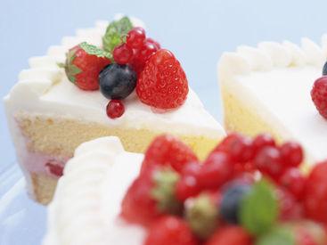 【スイーツ販売STAFF】見た目も可愛いケーキがたくさん!*:・毎日ワクワクしながら働けます♪\必見‼/美味しいスイーツ作りのコツも学べますよ★