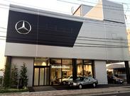 場内にはメルセデス・ベンツのクラシックカーや整備待ちの新車がズラリ♪憧れの高級車を間近でみて、触れながらお仕事できますよ
