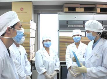 【器材を洗浄するスタッフ】世田谷にある研究所…めったに入ることのできない場所でお仕事♪体を動かす事や、モクモク作業が得意な方にオススメ!!