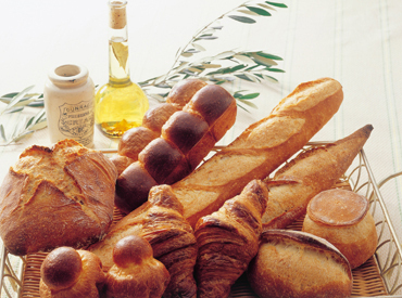 <池袋駅スグ★西部池袋本店内> 焼きたての「ふわっ」とした香りがたまらない…★* こだわりのパンがた~くさん♪