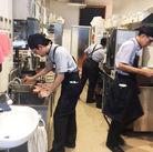 ◆ホール 料理ができあがったら、ビールやデザートを準備してお客さまにご提供♪マニュアルがあるのでスグに覚えられますよ★