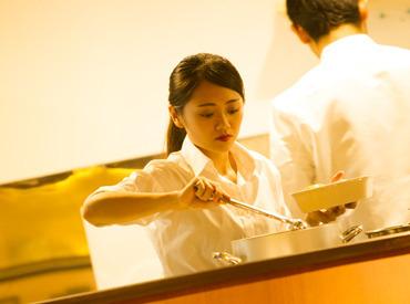【フロアスタッフ】◆来宮駅より徒歩1分◎車OK!◆シェフ特製パスタがまかないで無料♪◆主婦(夫)・学生さん大歓迎!