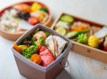 おいしいお弁当やパン、お惣菜などは、 社員割引でお得に購入♪ ヘルシーなお料理で、夕飯の支度もラクできます◎