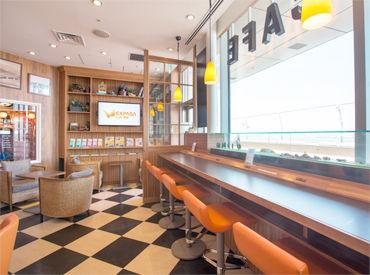 【カフェStaff】★羽田空港内のひときわオシャレなCafeでNEWバイト★お休み希望優遇致します‼=プライベートも充実♪〈夜のみ/土日のみ◎〉