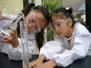 毎週、たくさんの子ども達が通ってきます。 安全に、楽しく実験できるようにサポートをお願いします!