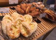 【社割あり(*ゝω・*)】新商品や、人気のパンも!美味しいパンの割引も嬉しい!いい香りに囲まれて働けます♪