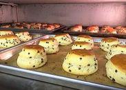 メイン商品のスコーンです*バターとバターミルクの2種類のバター素材を使用したふわっふわの生地が特徴です♪