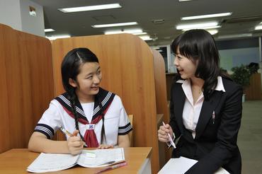 【個別指導塾講師】【1回の授業で担当する生徒は1人か2人】《残業がなく、安心して働ける教室です。》♪♪笑顔がいっぱいのお仕事です♪♪
