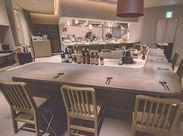 """↑これが""""オープンキッチン""""です!調理の実演が大人気♪♪高級感のある雰囲気で気持ちも高ぶる!☆彡"""