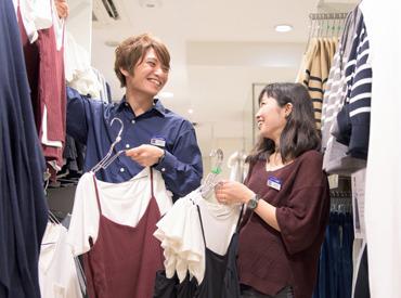 【アパレル販売】<GU ビックロ新宿東口店 >『土日だけ』 『土日+平日で』…調整OK★週末勤務はスタッフが多いのでワイワイ楽しく働けます♪