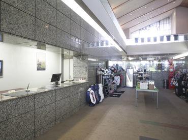 【フロントStaff】<相生駅から車で5分!>常連さんが多く、和やかな雰囲気が魅力♪*「ゴルフやったことない…」という方でも大丈夫◎