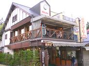 軽井沢といえば<ミカドコーヒーのモカソフト☆>人気店ならでは!たくさんのお客様に囲まれて和やかな空間で働けます